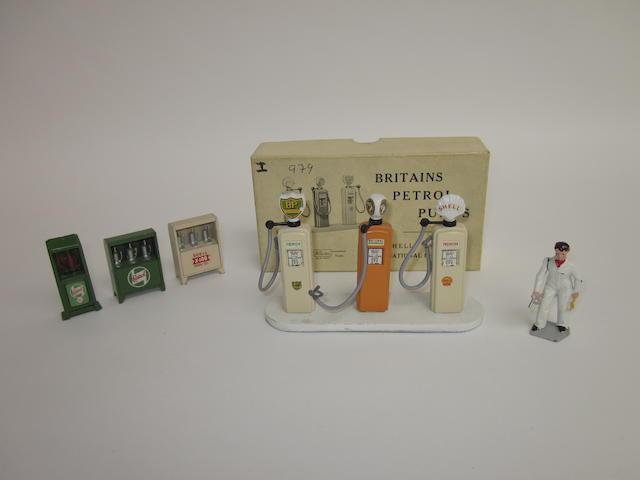 Britains set 101V, Petrol Pumps 7