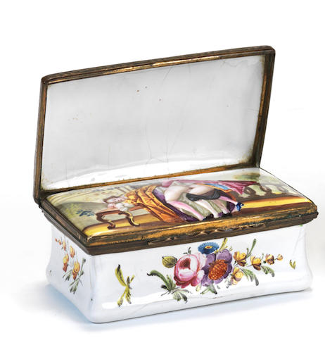 Erotic snuff box