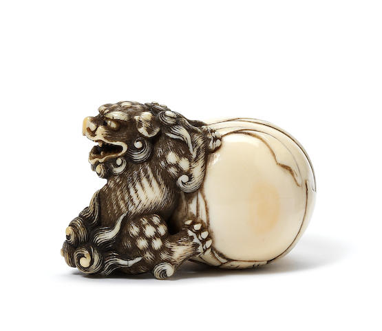 An ivory netsuke of a shishi Attributed to Garaku, Osaka, late 18th/early 19th century