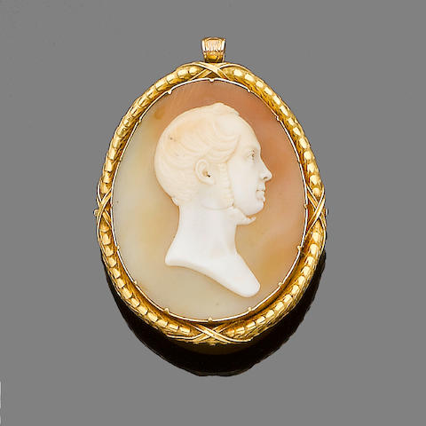 A mid 19th century cameo brooch/pendant/clasp