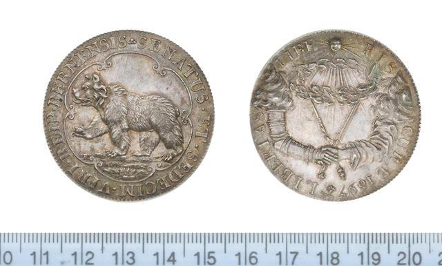 Switzerland, Bern, Silver medallion, 1697, 43mm, 28.95gm, bear passant left within a sexafoil SENATUS ET SEDECIM VIRI REIP BERNENSIS,