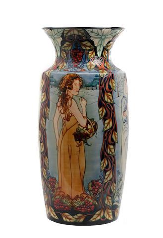 A Moorcroft belles Femmes vase 2001