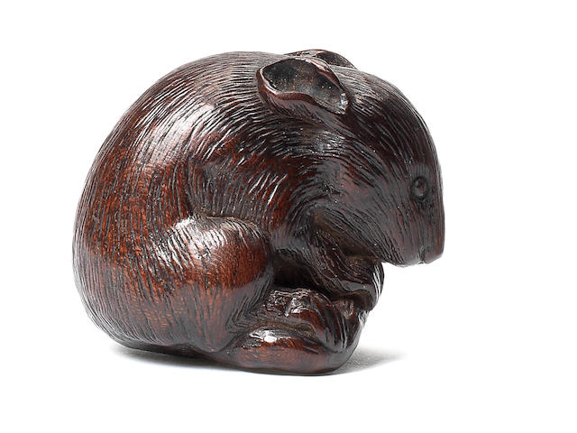 A wood netsuke of a rat By Tametaka, Nagoya, 18th century