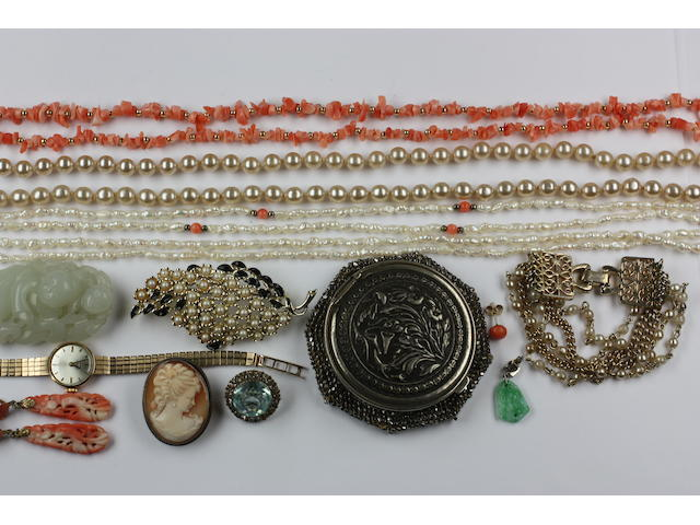 A mixed lot of jewellery and a jade carving
