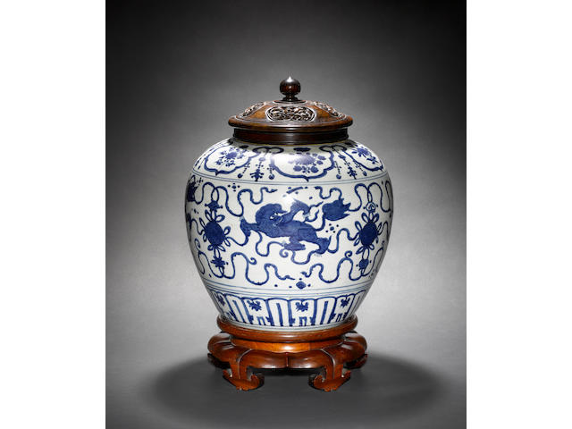A Ming blue and white Guan with unglazed base 16th/17th century