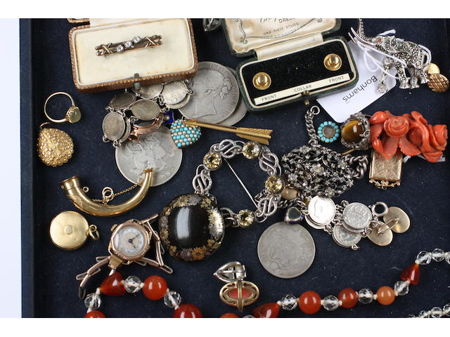 A mixed lot of assorted antique jewellery