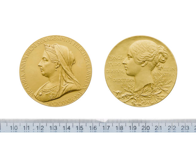 Victoria, Diamond Jubilee 1897, gold issue, 56mm diam., Bust 1., crowned, veiled and draped. VICTORIA ANNVM REGNI SAXAGESIMVM FELICITER CLAVDIT XX IVN. MDCCCXCVII.