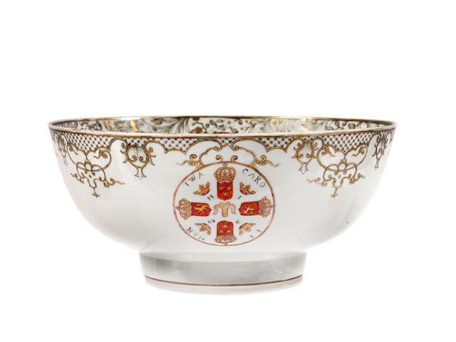 A Chinese armorial export ware bowl