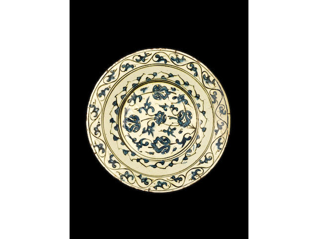 An Iznik pottery Dish Turkey, late 16th Century ??