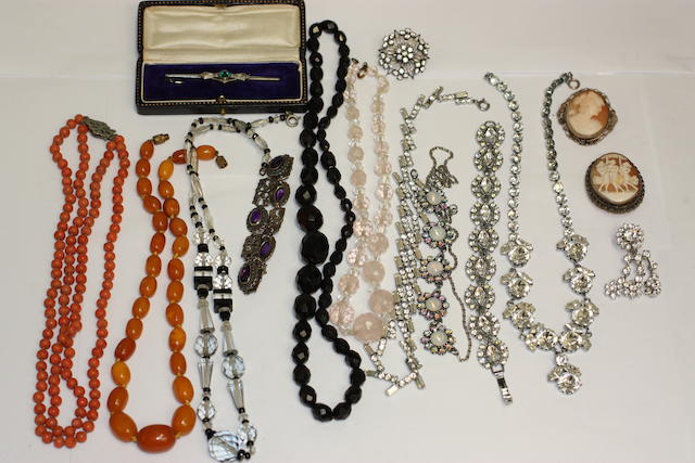 A collection of mixed jewellery
