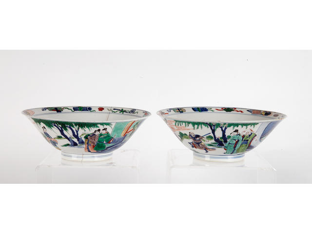 A pair of Wucai conical bowls, 20cm diameter.