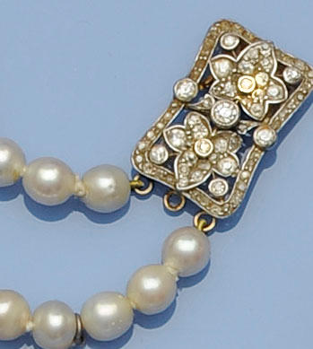 A graduated cultured pearl two string necklace