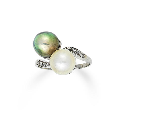 A natural pearl crossover ring,
