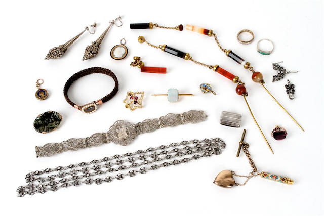 A collection of jewellery items (qty)