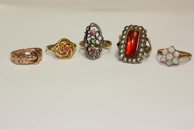 A collection of eleven assorted rings
