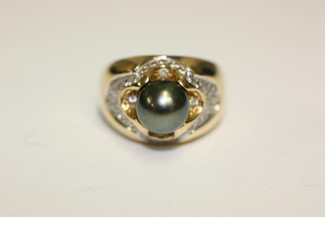 A French grey/black pearl and diamond dress ring