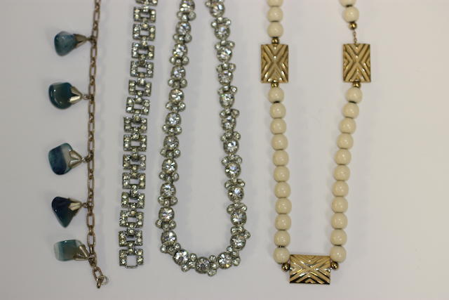 A collection of jewellery and a sovereign set pendant