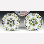 A pair of English Delft plates