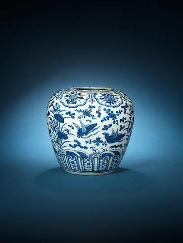 A blue and white storage jar, guan 16th/17th century