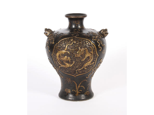 A Chinese export vase, 19th century