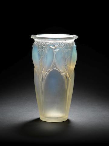 Lalique Ceylan vase, slight! blemish