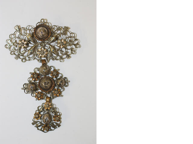 A Portuguese 18th Century gold and silver mounted 'laca' brooch
