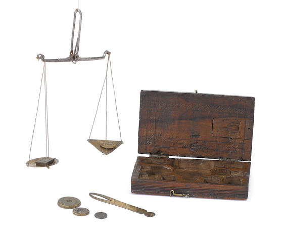 A brass and fruitwood cased coin scale,  North European, early 18th century,
