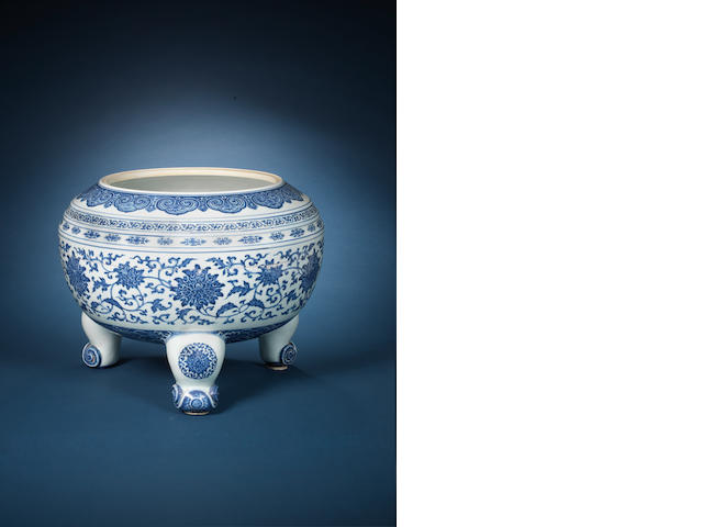 A rare and large blue and white tripod bowl Qianlong