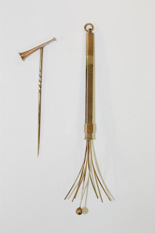 A hunting horn stick pin and a 9ct gold swizzle stick