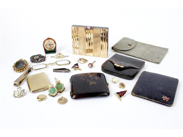 A 9 carat gold vesta case