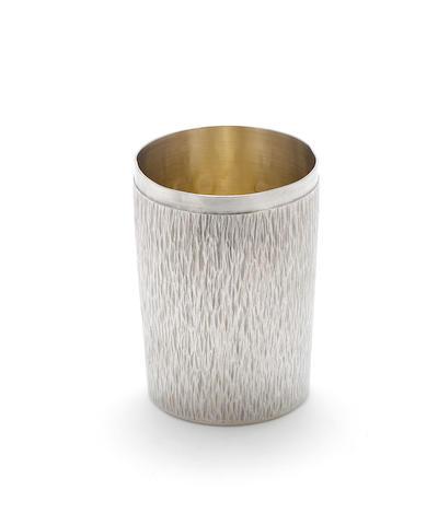 GERALD BENNEY: A silver beaker, London 1964,