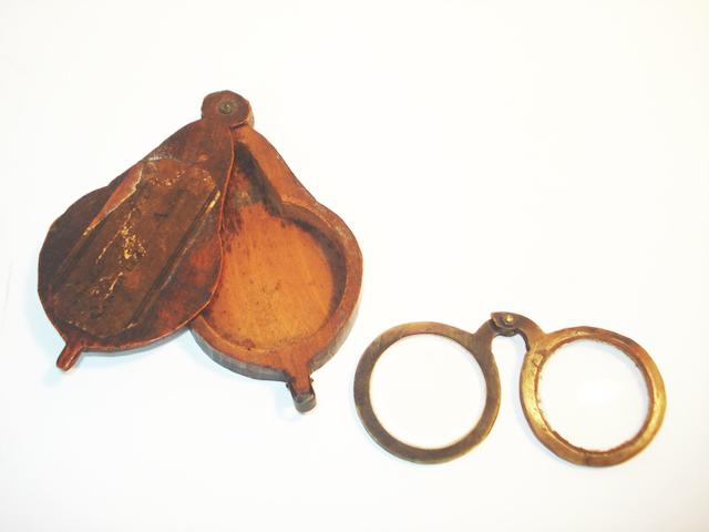 Horn pivot nosed spectacles, circa 1760,
