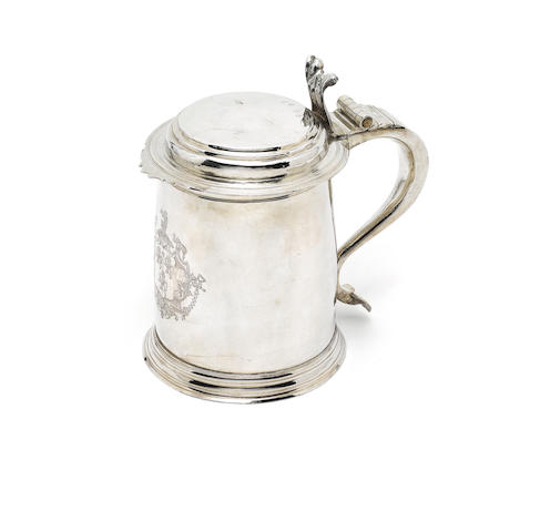 A Queen Anne silver lidded tankard, by John Sutton, London 1704,