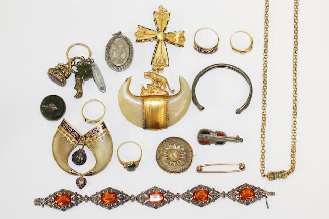 A collection of assorted Victorian jewellery