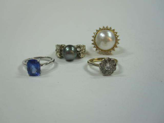 A tanzanite ring, a cultured pearl ring, a mabe pearl ring and a diamond cluster ring (4)