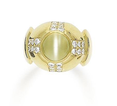 A chrysoberyl cat's eye and diamond ring