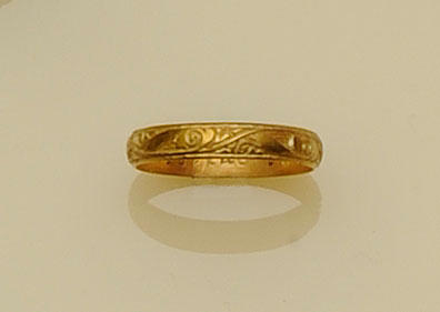 A gold posy ring