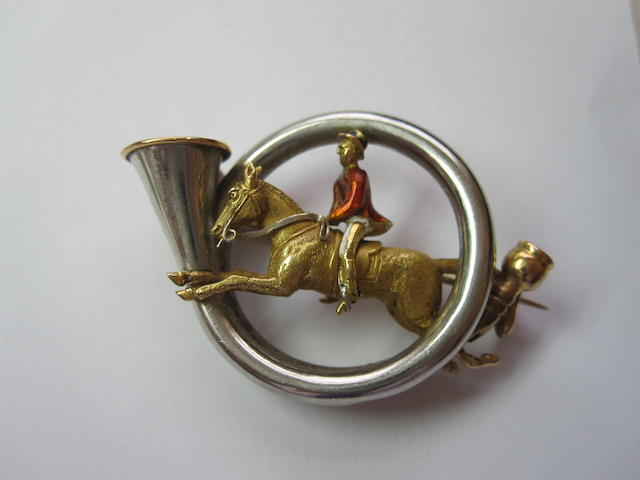 A novelty hunting brooch