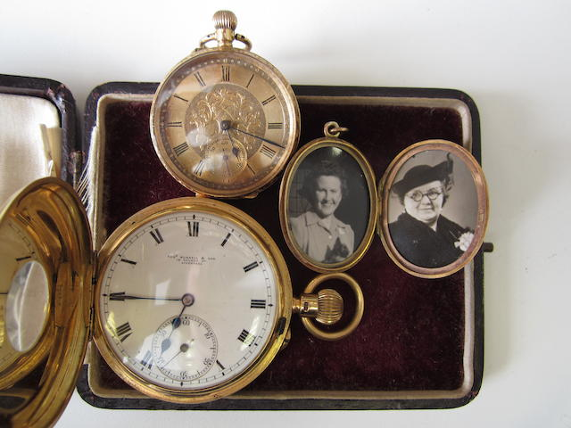 A lot of two manual wind pocket watches and a 9ct gold locket