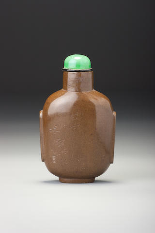 An inscribed and carved olive-green lacquer 'horse' snuff bottle Lu Dong, Yangzhou, 1800-1850