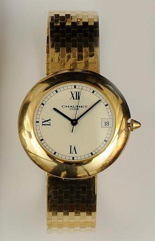 Chaumet: An 18ct gold automatic calendar bracelet wristwatch