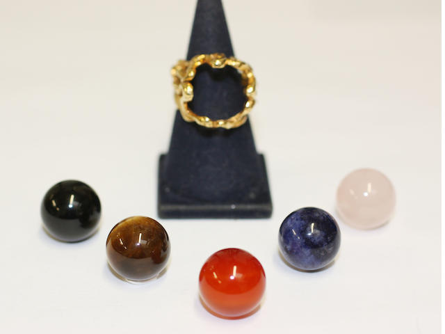 Gilbert Albert: 18ct gold ring setting with five interchangeable beads