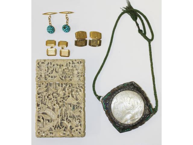 A pair of 18ct gold cufflinks, (5)