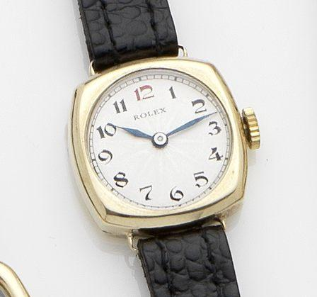 Rolex. A 9ct gold manual wind wristwatch Glasgow Hallmark for 1937