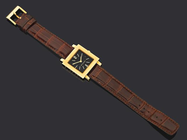 Bvlgari. An 18ct gold quartz calendar wristwatch