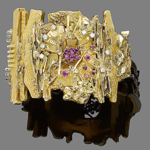 A ruby and diamond bangle,  by Arnaldo Pomodoro (2)