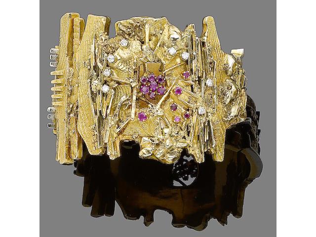 A ruby and diamond bangle, by Arnaldo Pomodoro (2)