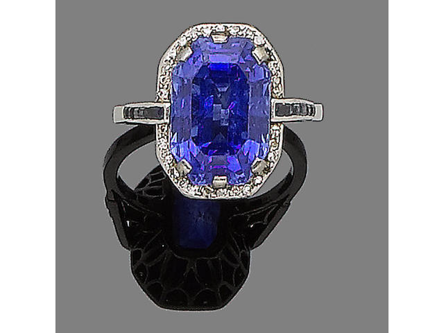 A sapphire and diamond cluster ring,