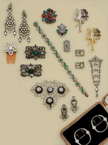 A collection of assorted antique paste jewellery