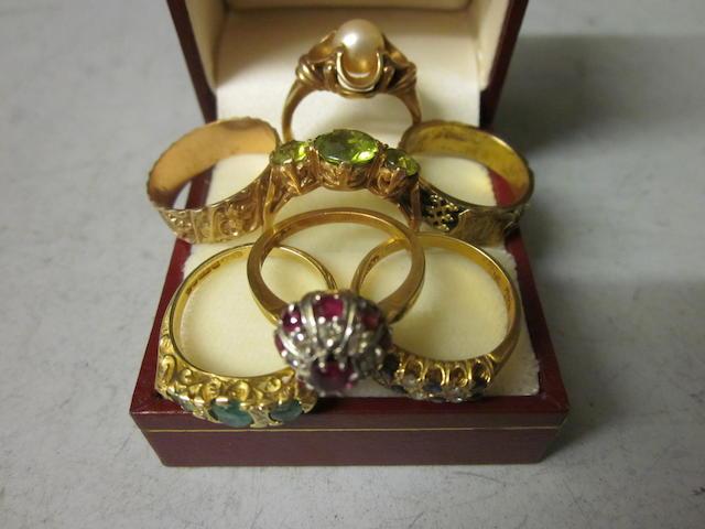 A three stone peridot ring, (7)
